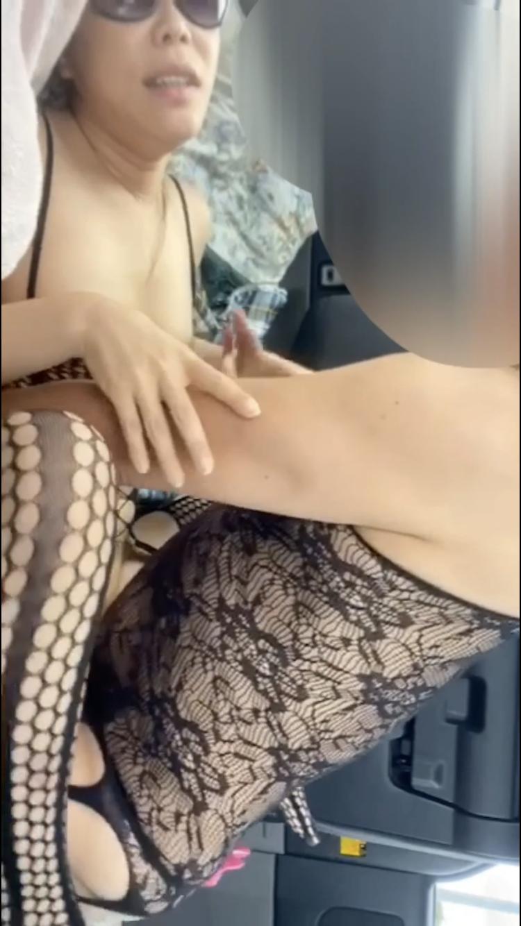 スマホ撮影 バカップル車内セックス ハメ撮り ヤバめな動画です